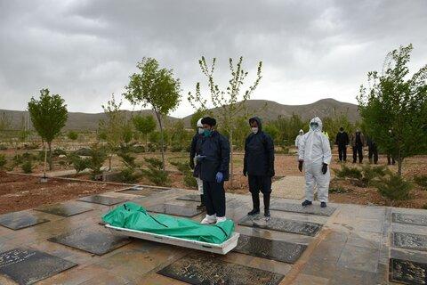 تغسیل اموات کرونایی توسط طلاب جهادی استان فارس