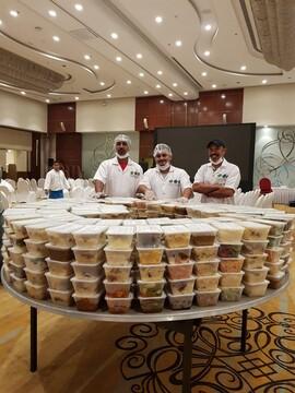 مردم سنگاپور روزانه ۱۵ هزار وعده افطاری برای کارکنان بیمارستان تهیه میکنند