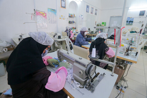 تولید ماسک توسط گروه جهادی سردار سلیمانی در بیرجند