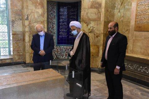 به مناسبت روز سعدی نماینده ولی فقیه در فارس از آرامگاه سعدی بازدید کرد