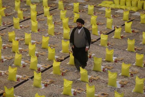 تصاویر / بسته بندی اقلام غذایی نیازمندان توسط دفتر آیت الله العظمی مکارم شیرازی ( طرح همدلی )