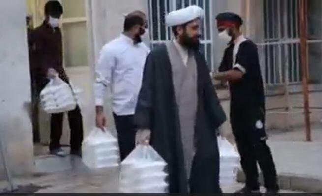 فیلم | تهیه و توزیع بیش از ۳۰۰ پرس غذای گرم از سوی قرارگاه تبلیغی منصوریه