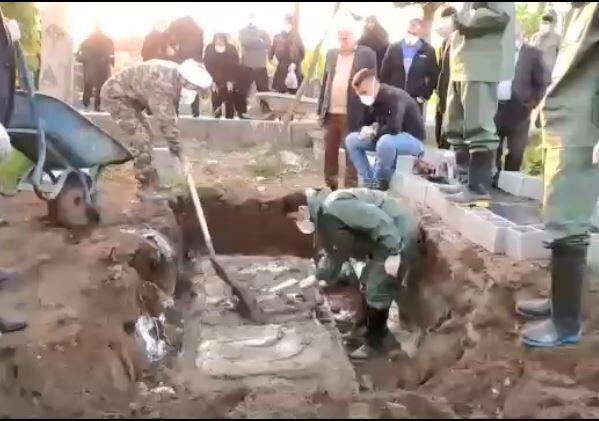 فیلم | تدفین اموات کرونایی توسط طلاب جهادی آستانه اشرفیه