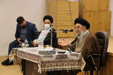 در بازگشایی مساجد تابع قوانین و نظر متخصصان بهداشت هستیم