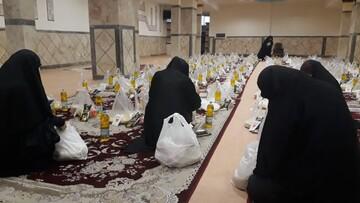 تصاویر/ تهیه و پخش بستههای معیشتی توسط طلاب جهادی حوزه علمیه خواهران بناب