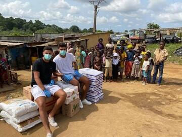 اهدای کمکهای مردمی توسط خیریه شیعیان در ماداگاسکار+تصاویر