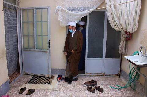 حضور دبیر ستاد حوزوی بحران و حوادث غیرمترقبه در منزل آسیبدیدگان از کرونا
