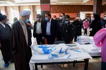 تصاویر/ بازدید نماینده ولی فقیه در فارس از کارگاه های تولید ماسک