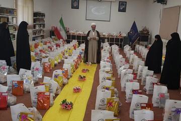 بانوان طلبه یزدی با  ۱۰۰۰ بسته معیشتی و فرهنگی به یاری نیازمندان شتافتند
