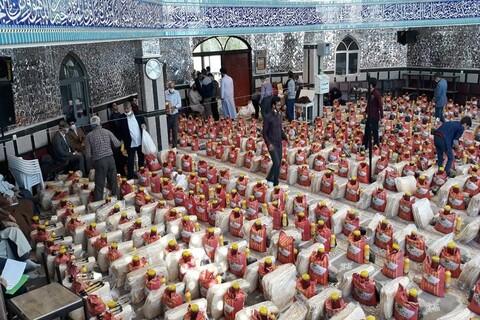 تصاویر/ توزیع 800 بسته غذایی به همت جهادگران فاطمی ارومیه