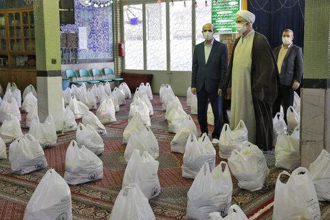 بالصور/ توزيع ألف وجبة طعام للمحتاجين في شهر رمضان الفضيل بمدينة قزوين
