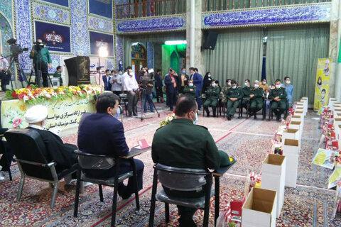 تصاویر/توزیع بیش از 15 هزار کمک مؤمنانه یزدی ها در شامگاه میلاد امام حسن(ع)