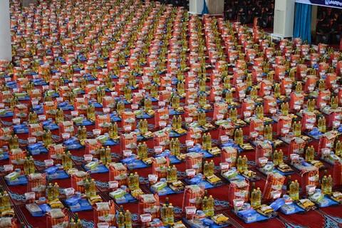 تصاویر/ کمک مؤمنانه دفتر آستان قدس رضوی در آذربایجان غربی