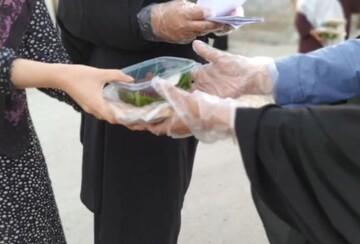 کلیپ | تهیه و توزیع افطاری ساده توسط بانوان طلبه در آق قلا