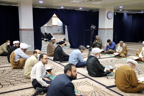 تصاویر/ جلسه آنلاین تفسیر قرآن توسط حجت الاسلام والمسلمین بهجت پور