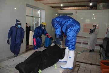 تصاویر/ تغسیل و تدفین اموات کرونایی توسط مدیر و اساتید مدرسه علمیه تاکستان