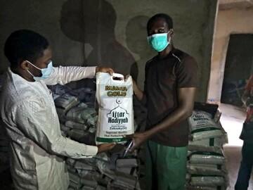 استمرار کمک به مسیحیان نیجریه به نیابت از شیخ زکزاکی +تصاویر