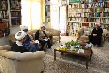 تصاویر/ حضور نمایندگان رئیس قوه قضائیه و مدیر حوزههای علمیه در منزل حجت الاسلام والمسلمین غرویان