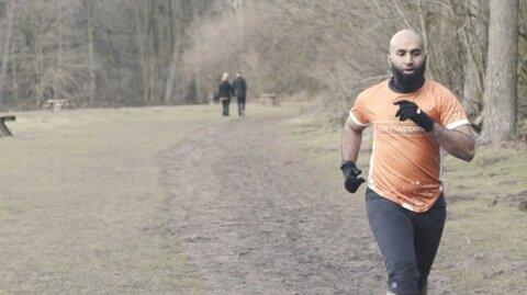 مسلمان انگلیسی که برای خیریه ۲۶۰ کیلومتر می دود