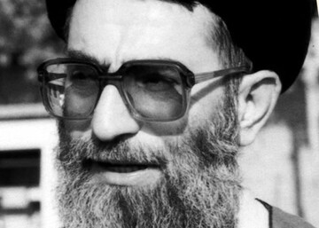 صوت | قرآن به سر رهبر انقلاب در شب ۲۳ رمضان، سال ۱۳۵۳