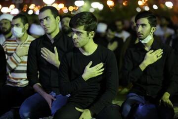 تصاویر/ حال و هوای مساجد پردیسان قم در شب بیست و سوم ماه مبارک رمضان