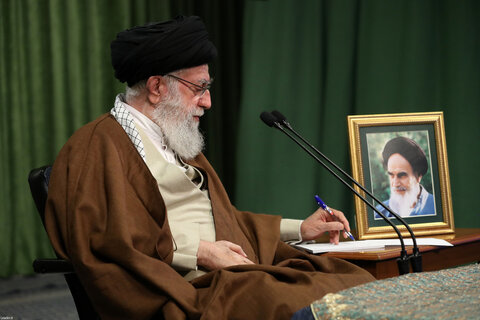 تصاویر/ ارتباط تصویری رهبر معظم انقلاب با نمایندگان تشکلهای دانشجویی