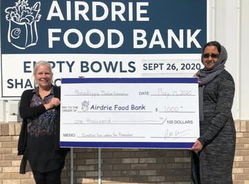 زنان مسلمان آلبرتای کانادا به بانک غذا کمک مالی ارائه دادند
