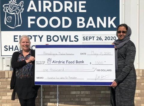 زنان مسلمان در آلبرتا به بانک غذا کمک مالی ارائه دادند.
