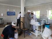 دفتر امام جمعه تکاب ۸۰۰۰ غذای گرم و ۱۵۰۰ بسته معیشتی را توزیع کرد
