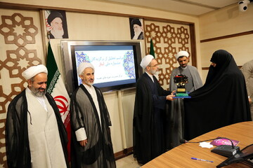 برگزیدگان جشنواره ملی ایثار در قم تجلیل شدند