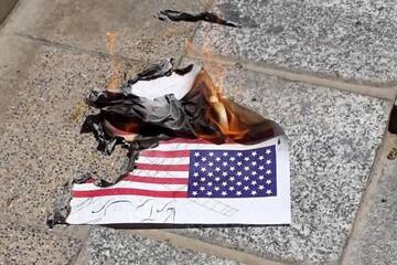 بانوان طلبه یزدی پرچم اسرائیل را آتش زدند+فیلم و عکس