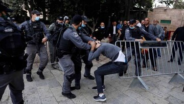 Zionist regime forces clash with Palestinians heading to Al-Aqsa mosque for Eid Al-Fitr prayers