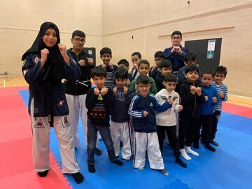 دختر مسلمان برنده جایزه شهروند صلحجو در برادفورد شد