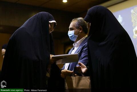 بالصور/ تكريم المتطوعات في مجال الدفاع الصحي بقم المقدسة