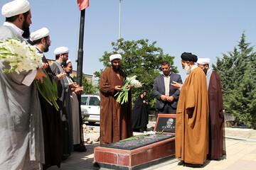 ادای احترام حوزویان همدان به مقام شامخ شهدا