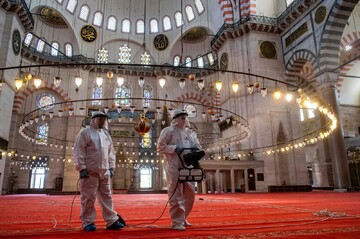 Turkish mosques open doors to communal prayers