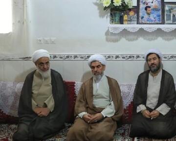 دیدار امام جمعه قزوین با خانواده شهید مدافع حرم بدون مزار