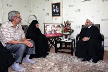 رئیس جمهور درگذشت مادر شهیدان مهدوی زفرقندی را تسلیت گفت