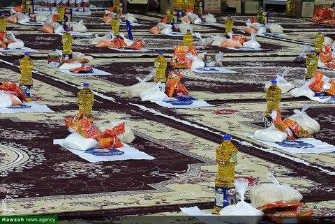 بالصور/ نشاط طلاب العلوم الدينية المتطوعين في مدرسة الغدير العلمية لدعم الأسر ذات الدخل المنخفض بمدينة الأهواز