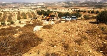 مستوطن يجرف أراضي في أريحا وآخرون يطردون مزارعين