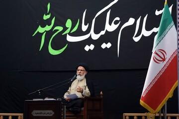 ریشه مشکلات انقلاب به نفوذ فرهنگی دشمن در اسلام برمیگردد/ غروب تمدن غرب به خوبی قابل مشاهده است