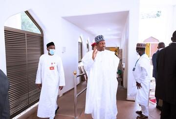 حضور رئیس جمهور نیجریه در اولین نماز جمعه پساکرونا+تصاویر