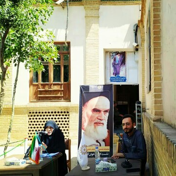 """نشست کتاب خوان آنلاین با محوریت """"امام روح الله"""" در قم برگزار شد"""