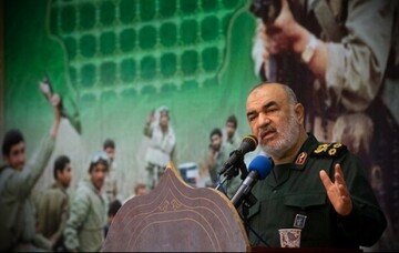 آمریکا فروپاشیده است/ ملت ایران در اوج اقتدار و عزت مشکلات را پشت سر میگذارد