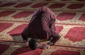 احکام شرعی | بیماری که نمی تواند بایستد، چگونه باید نماز قضا را به جای آورد؟