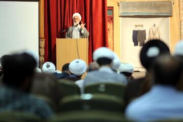 جمهوری اسلامی در مبارزه با فساد با احدی شوخی ندارد/نباید برخی افراد از دل حوزه علمیه نسبت به ولایت فقیه ناسپاس باشند