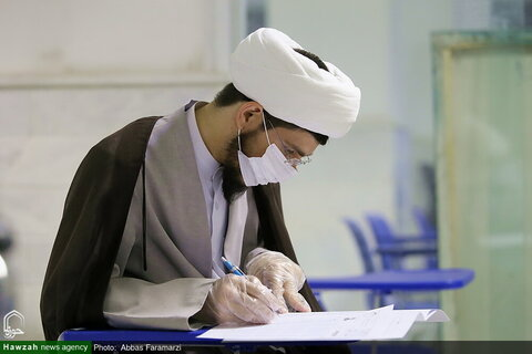 تصویری رپورٹ|قم میں سماجی فاصلہ اور طبی امور کی رعایت کے ساتھ دینی مدارس میں امتحانات منعقد