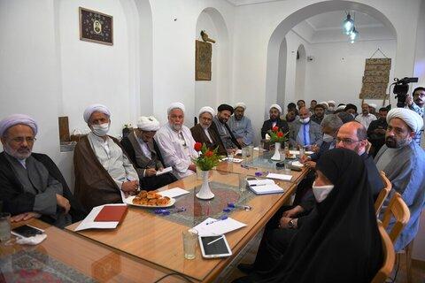 بالصور/ اجتماع الجمعية العامة لمؤسسة الأربعين الدولية بقم المقدسة