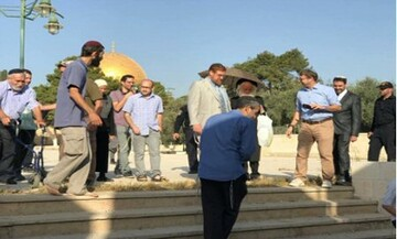 Dozens of Israeli settlers storm Al-Aqsa mosque in al-Quds