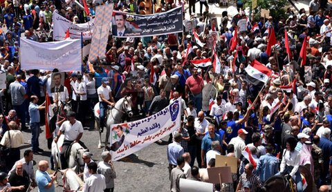 هذا ما أكد عليه السوريون المشاركون في وقفة وطنية بساحة الشهداء